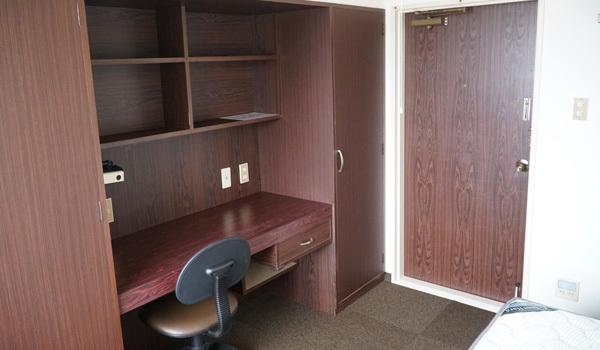 受験勉強用デスクと椅子:新潟の格安ウィークリー・マンスリーマンション:パンション駅南